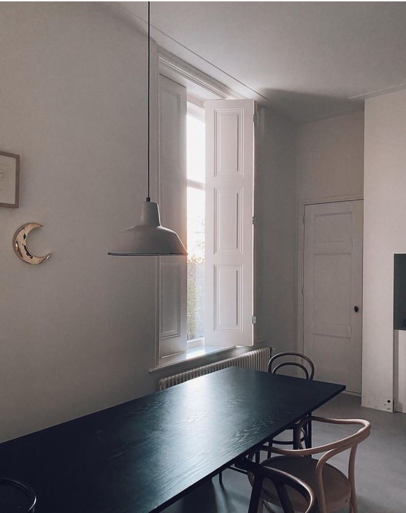 Eettafel minimalistisch Marlies Does
